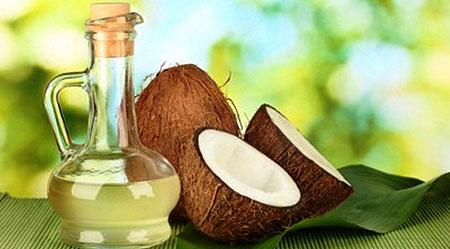 Напиток с кокосовым маслом и фруктами