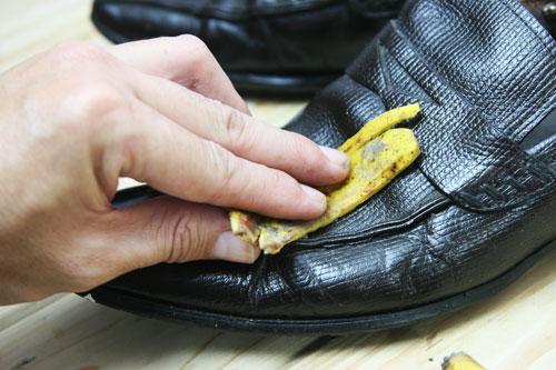 чистка обуви банановой кожурой