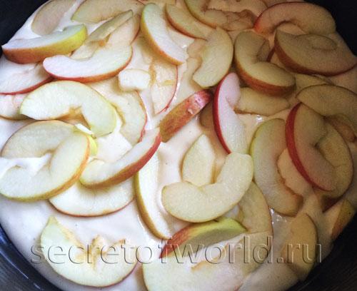 Шарлотка с яблоками в мультиварке