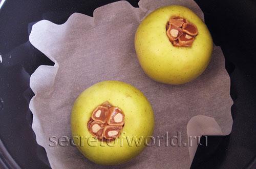 яблоки запеченные в мультиварке