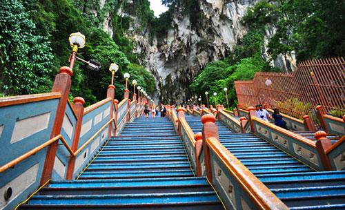 лестница к пещерам бату