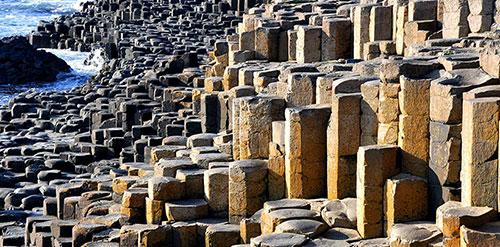 конические столбы в северной ирландии
