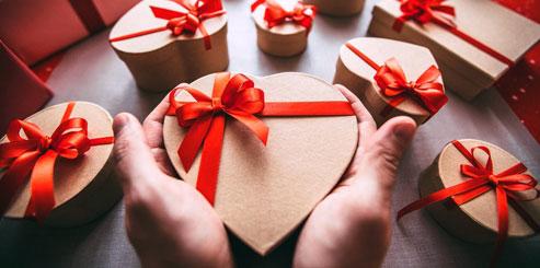 Что подарить девушке на 14 февраля День Святого Валентина