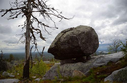 Камень на горе