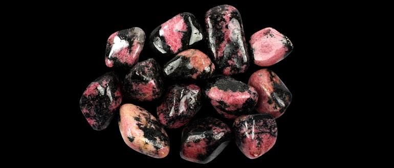 Камень Родонит