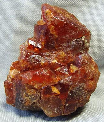 камень шеелит