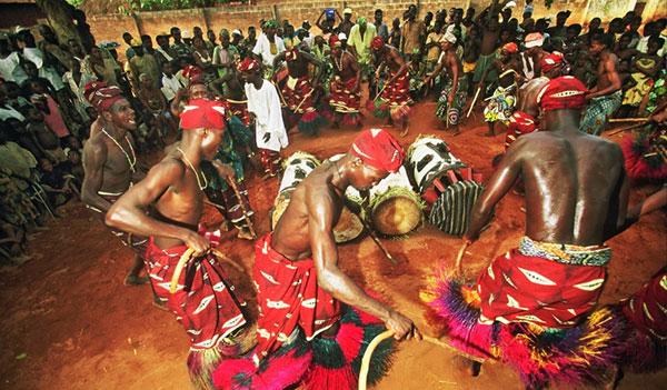 Ритуал с танцами - Африка